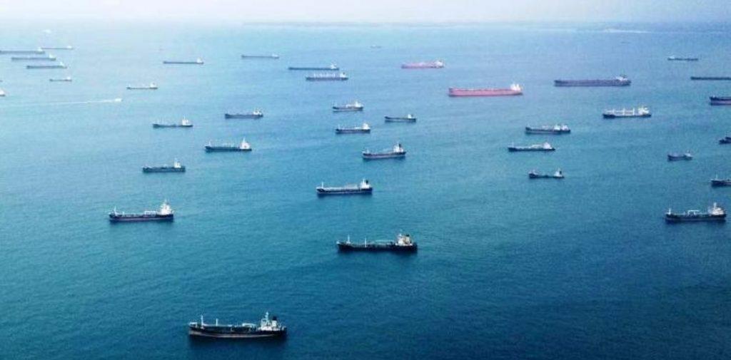 Barcos petroleros- medios de transporte del comercio internacional.