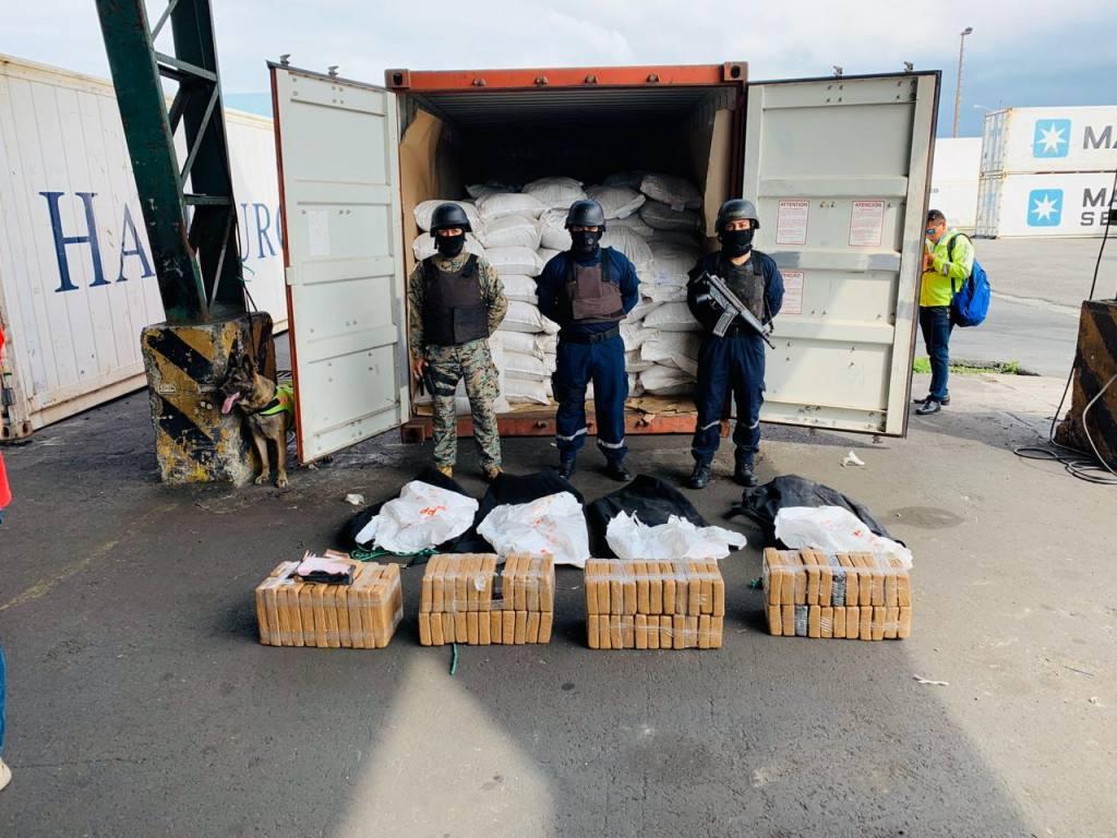 Mercancía incautada por las autoridades - medios de transporte del comercio internacional
