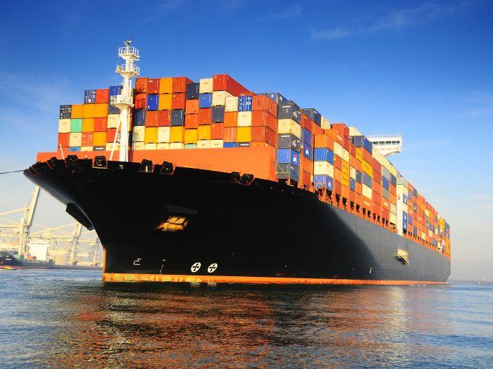 Buque porta-contenedores. - medios de transporte del comercio internacional
