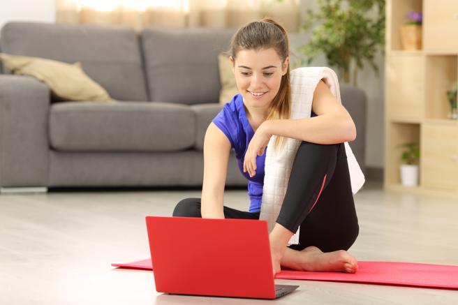 Como hacer ejercicio desde casa con clases online.